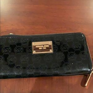 Michael Kors Zipped Wallet